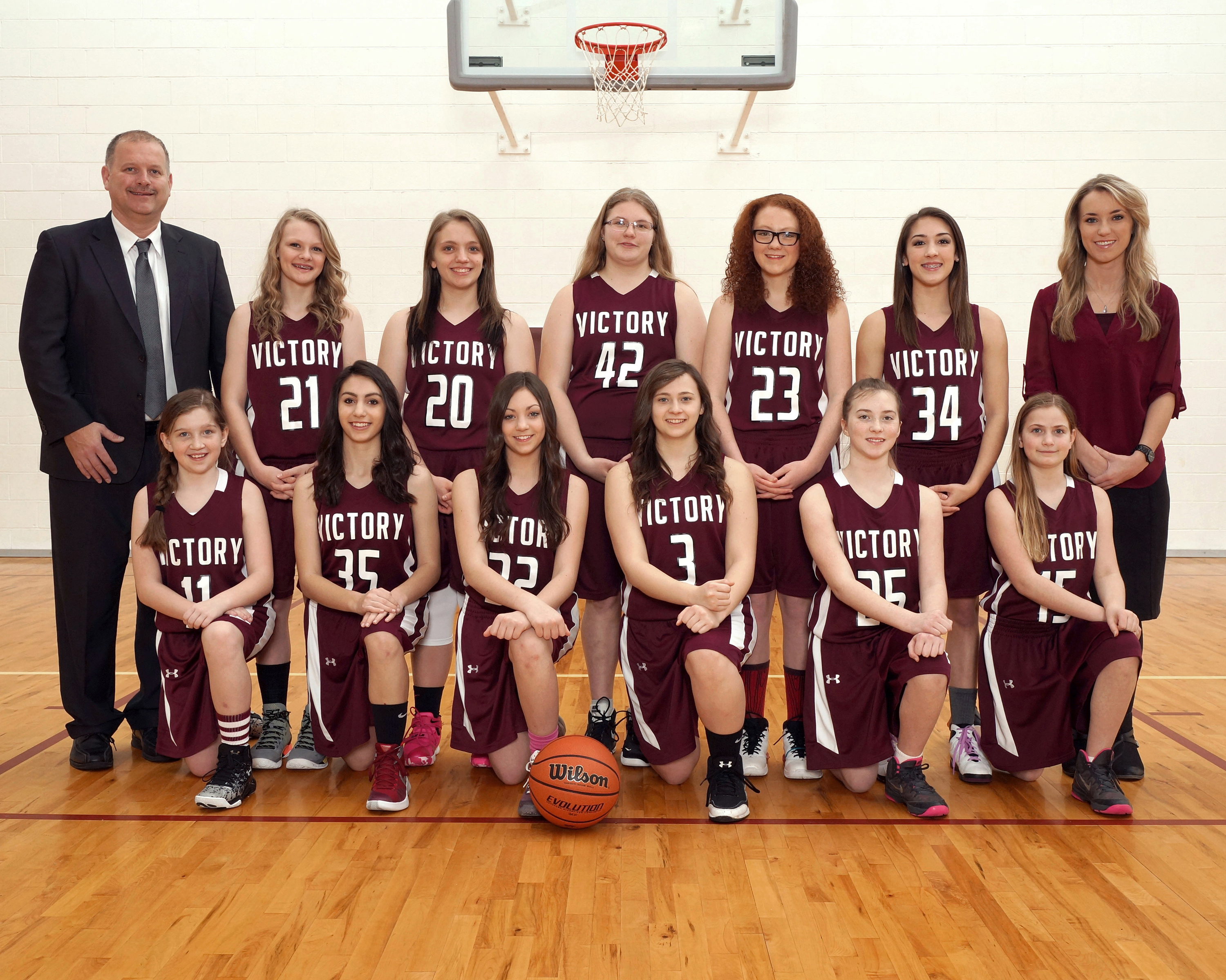 Fox_GIRLS_VARSITY_BASKETSBALL_GROUP640.JPG